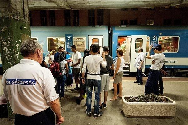 Police arrest migrants on train to Vienna