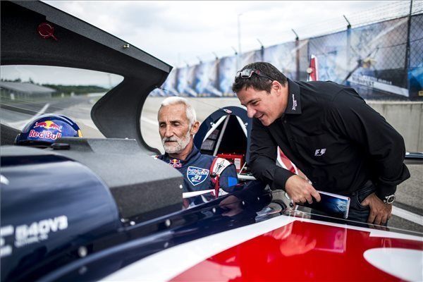 Besenyei to publicly unveil his new race plane in Red Bull Air Race