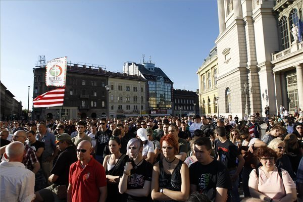 Radical nationalists protest against immigrants in Budapest