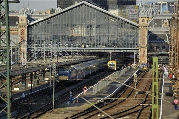 Nyugati Railway Station reopens