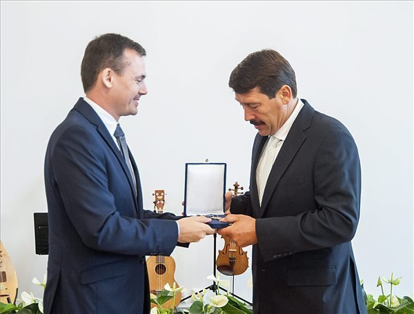 Ader receives honorary citizenship of NW Hungary