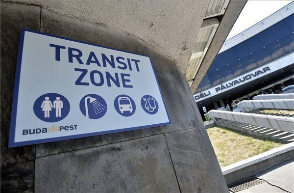 Transit zone for migrants opens at Deli railway station