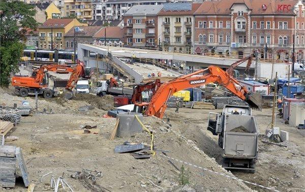 Egyutt files criminal complaint over suspected Szell Kalman Square graft