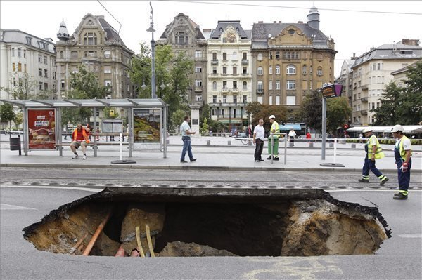 Storm damages in Budapest – huge hole on the road