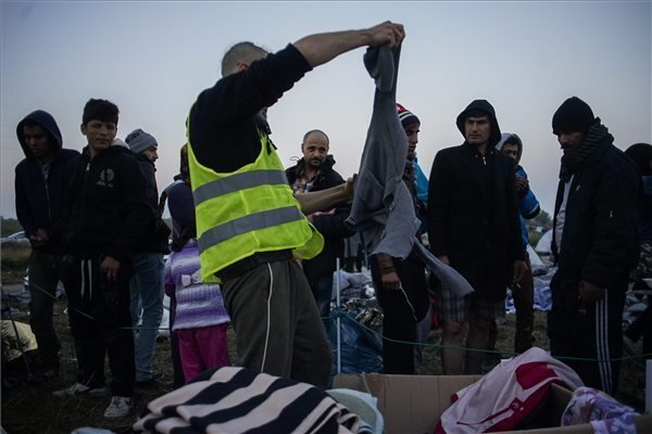 Socialists call for common EU asylum system, PM party wants more humane migrant services