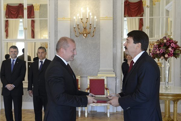 President appoints Simicsko as defence minister