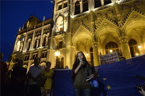 Demonstration held against migration-related amendments