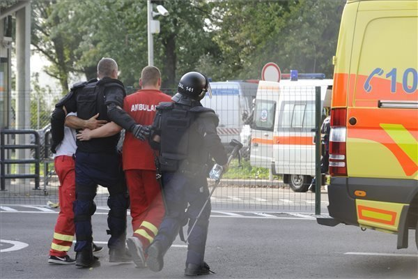 Hungarian foreign minister: Hungarian police brutally attacked