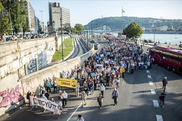 Leftist oppositions hold demonstration against government migration policies