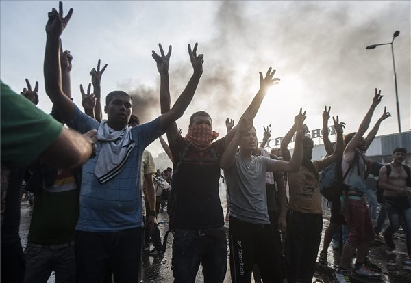 Syrian, Iraqi migrants convicted for border crossing riots