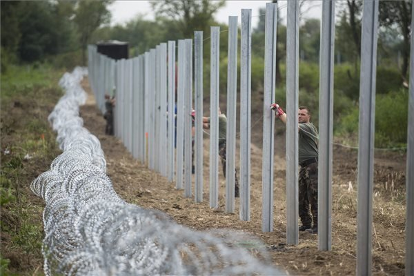 Survey – Two-thirds support sealing borders to stop migrants