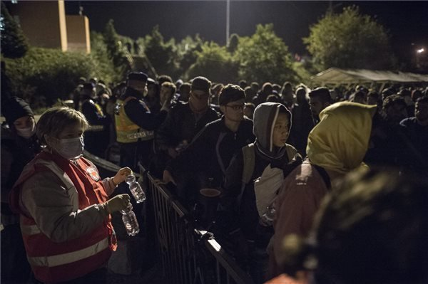 Police round up over 5,000 illegal migrants