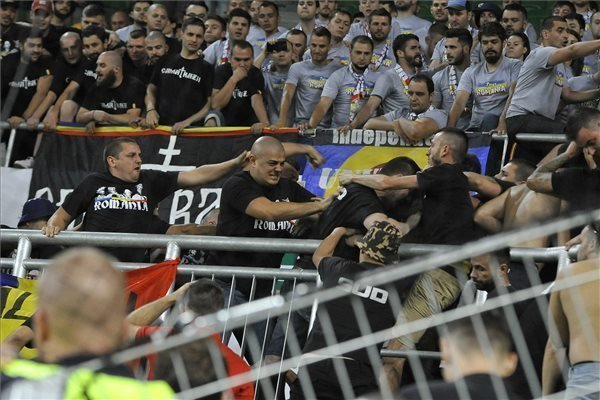 Romanian fansfight each other at the away match vs Hungary – VIDEO