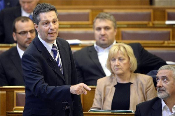 LMP: Fidesz referendum law amendment proposal 'ploy to avoid scandal'