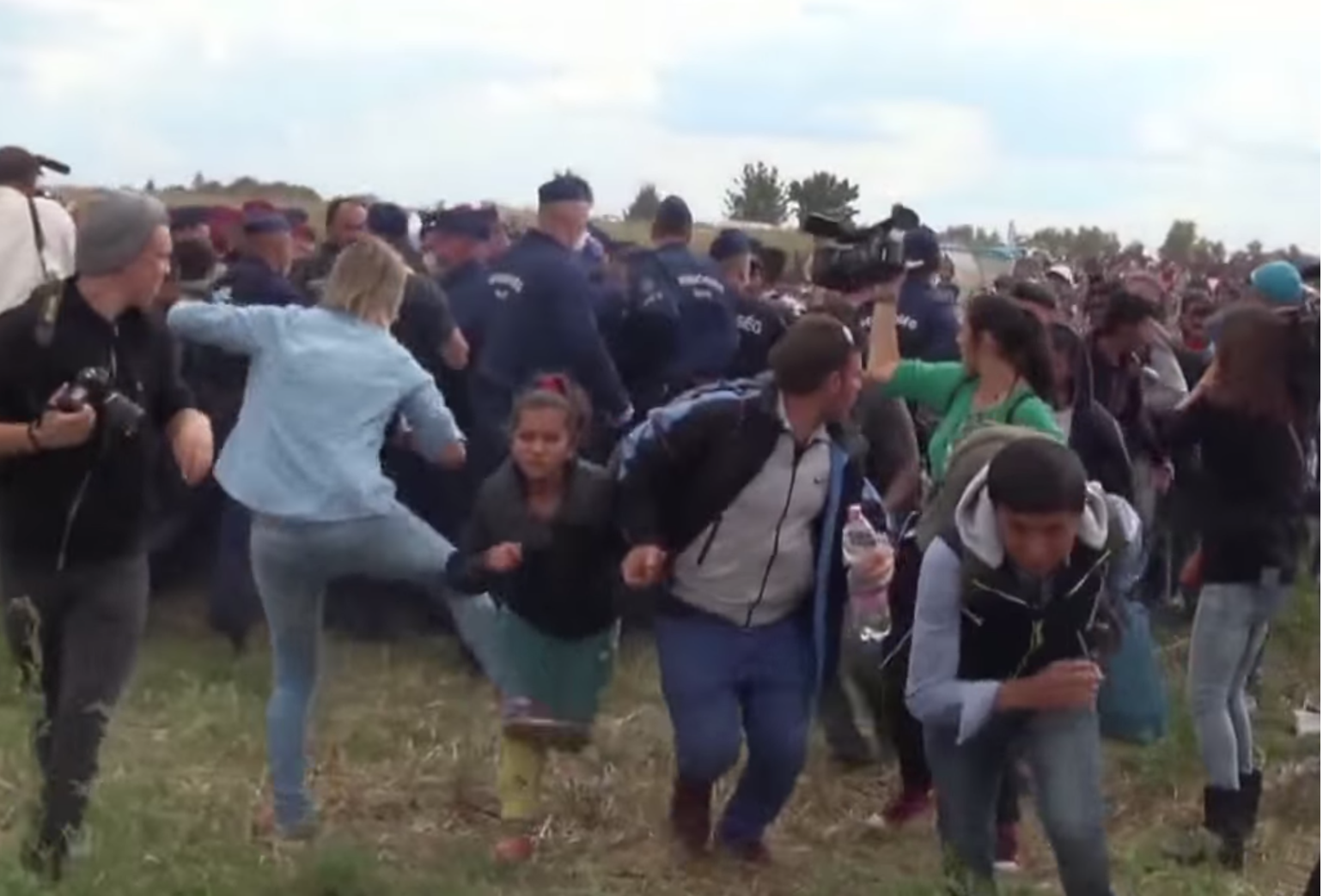 Top court clears camerawoman who kicked migrants of disorderly conduct charges