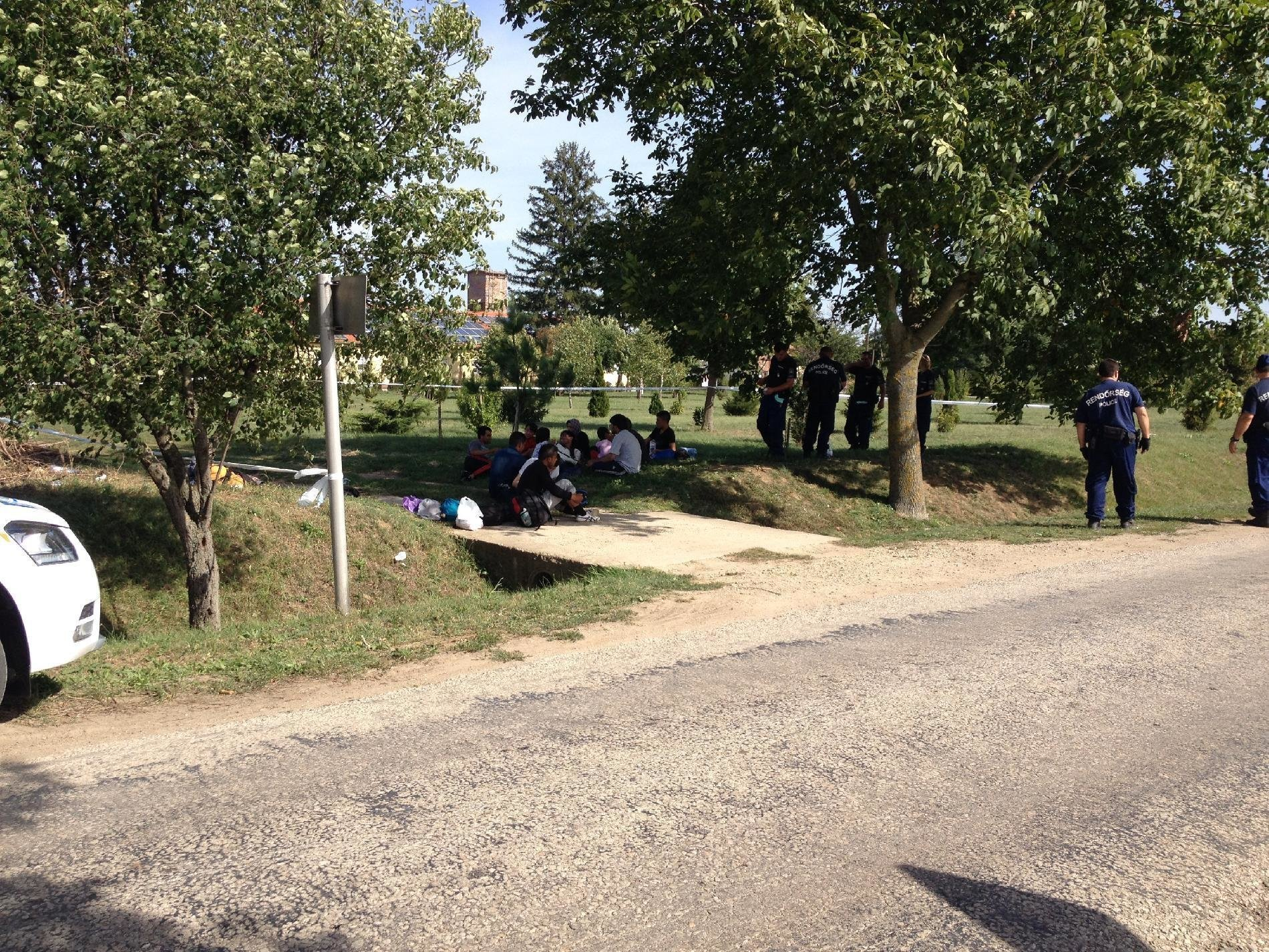 Migrants from Croatia started off to Hungary