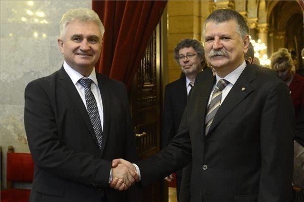 Hungarian House Speaker,Czech Senate president discuss migrant crisis