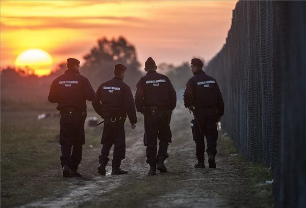Szijjarto: V4 agree to help patrol Hungary border