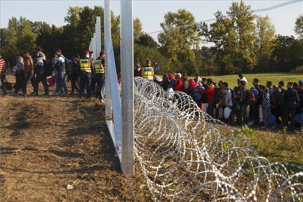 More than 6,000 migrants cross into Hungary illegally on Saturday