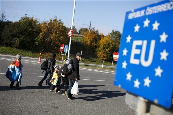 EU should base migrant crisis solution on Hungarian model, says Szijjarto