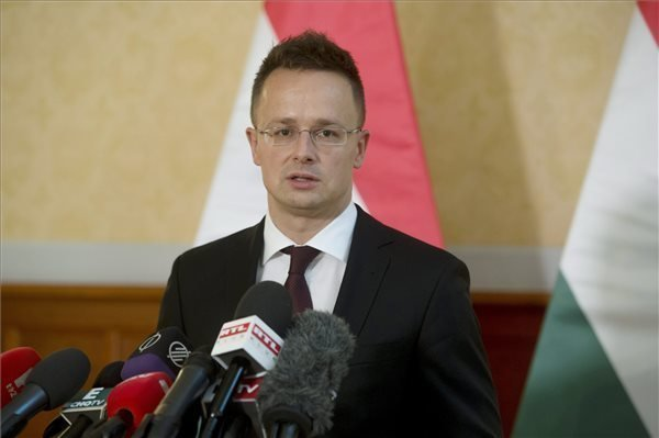 "Hungarian foreign minister: ""Mini-Schengen"" unacceptable"