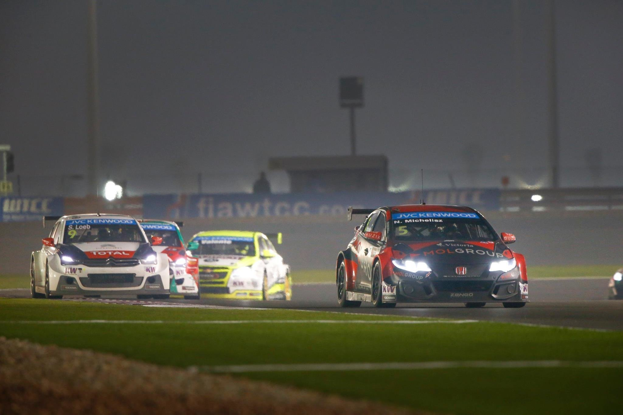 FIA WTCC, Race of Qatar: Hungarian Michelisz takes independent title in night-time thriller