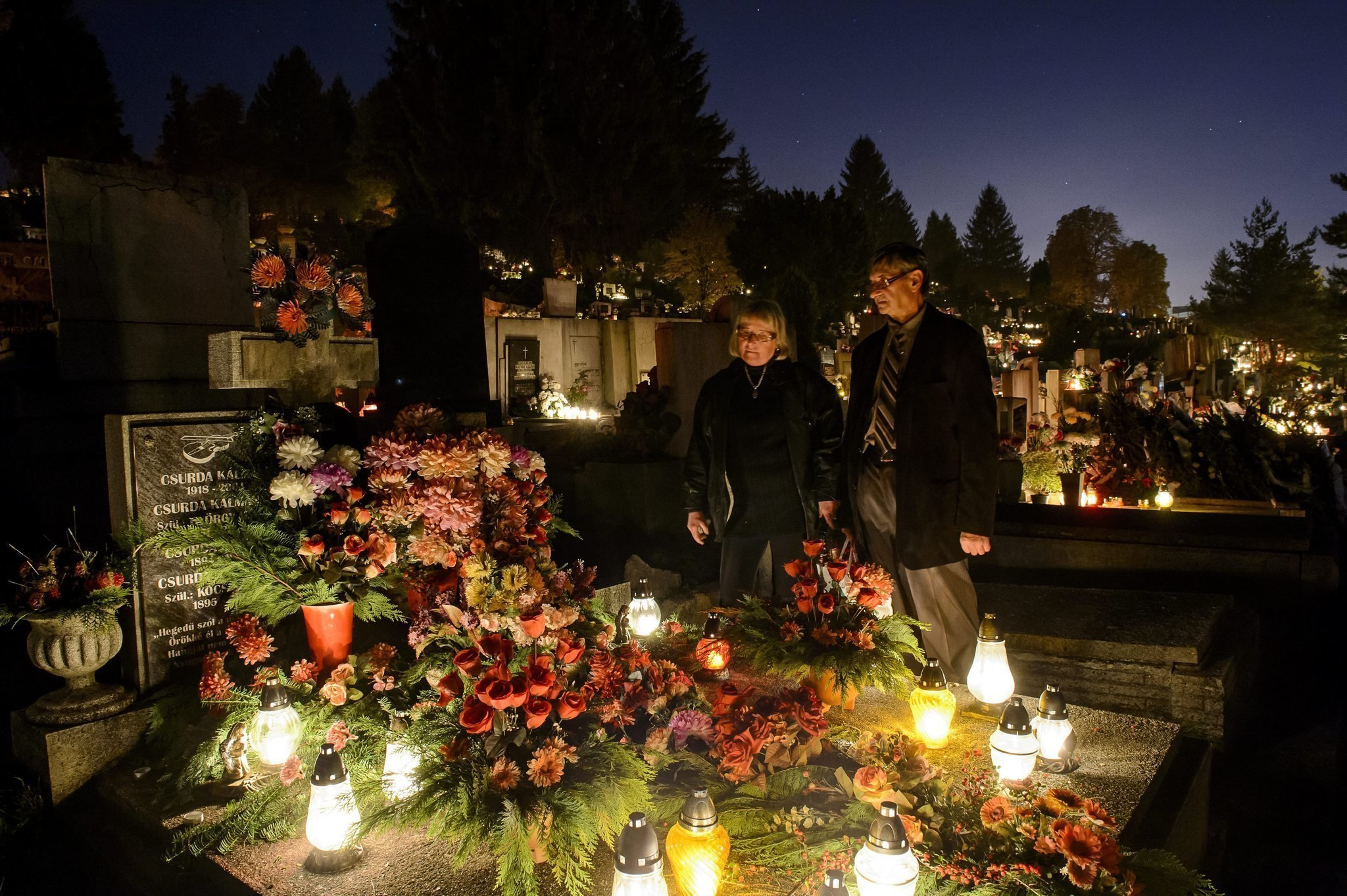 All Saints' Day: Hundreds of thousands travel to Hungary's cemeteries – Photos