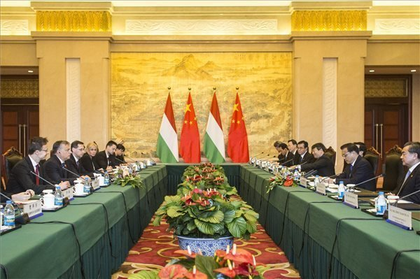 Orban meets China counterpart in Suzhou