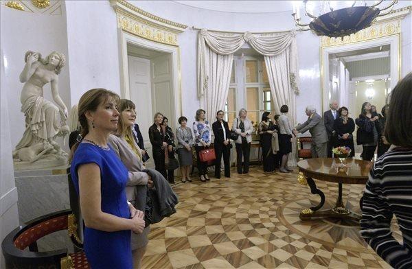 Diplomat spouses visit Sandor Palace