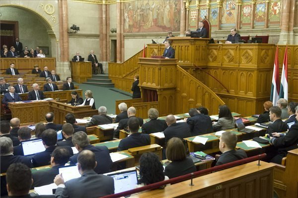 Lawmakers pass law obliging government to appeal against EU migrant quotas