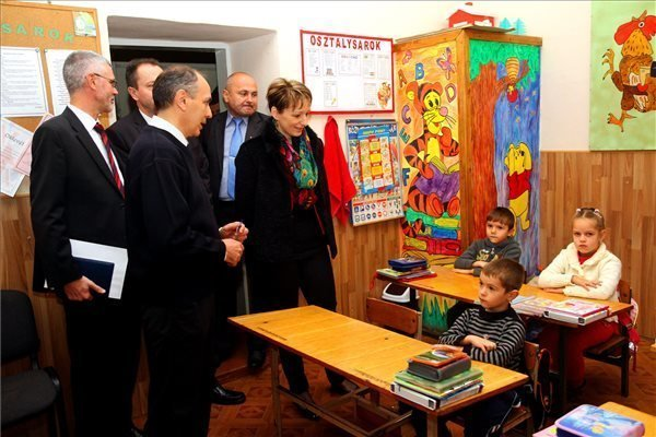 State secretary holds talks with Ukrainian officials on education