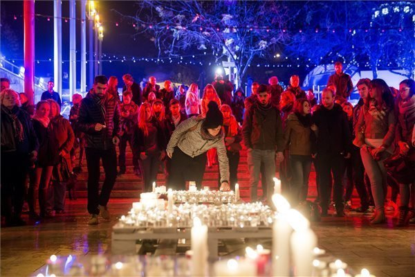 Victims of Paris attacks commemorated in Budapest
