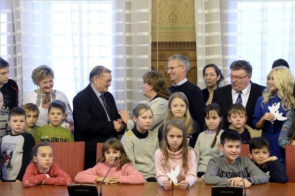 Ukrainian children visiting the Hungarian Parliament