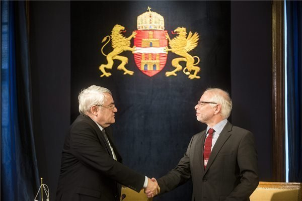 Budapest signs EUR 300 m credit agreement with EIB
