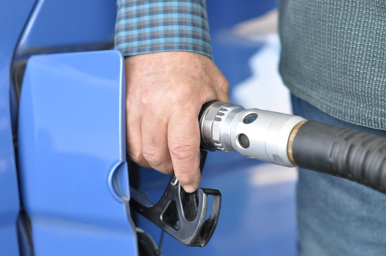 MOL to lower petrol prices