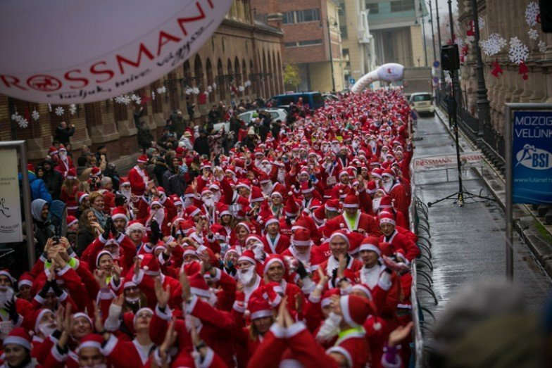 Nearly three thousand Santa Clauses swarmed the capital – VIDEO