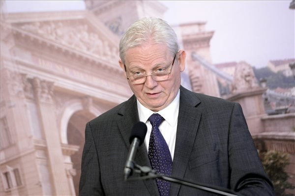 Mayor Tarlos: Budapest no longer to finance agglomeration transport