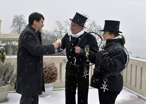 Chimney sweeps pay New Year visit to president