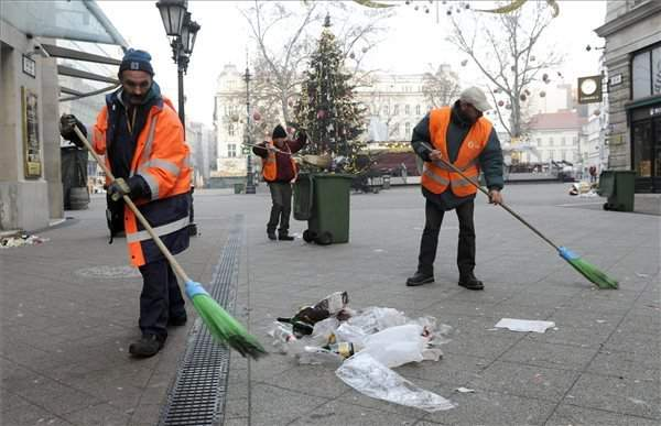 Merrymakers leave behind 150 tonnes of litter in Budapest streets