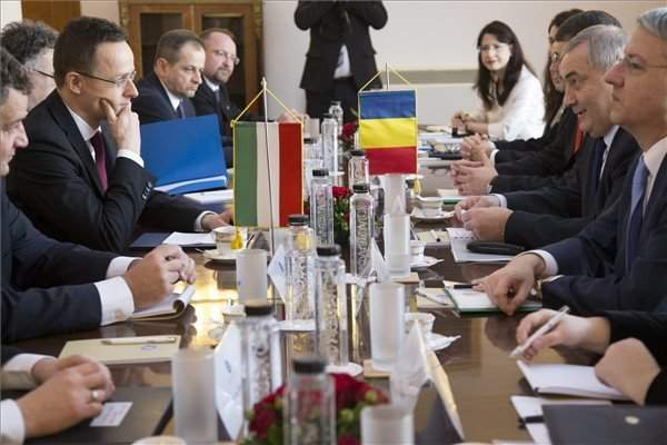 Hungarian, Romanian foreign ministers discuss bilateral ties in Bucharest