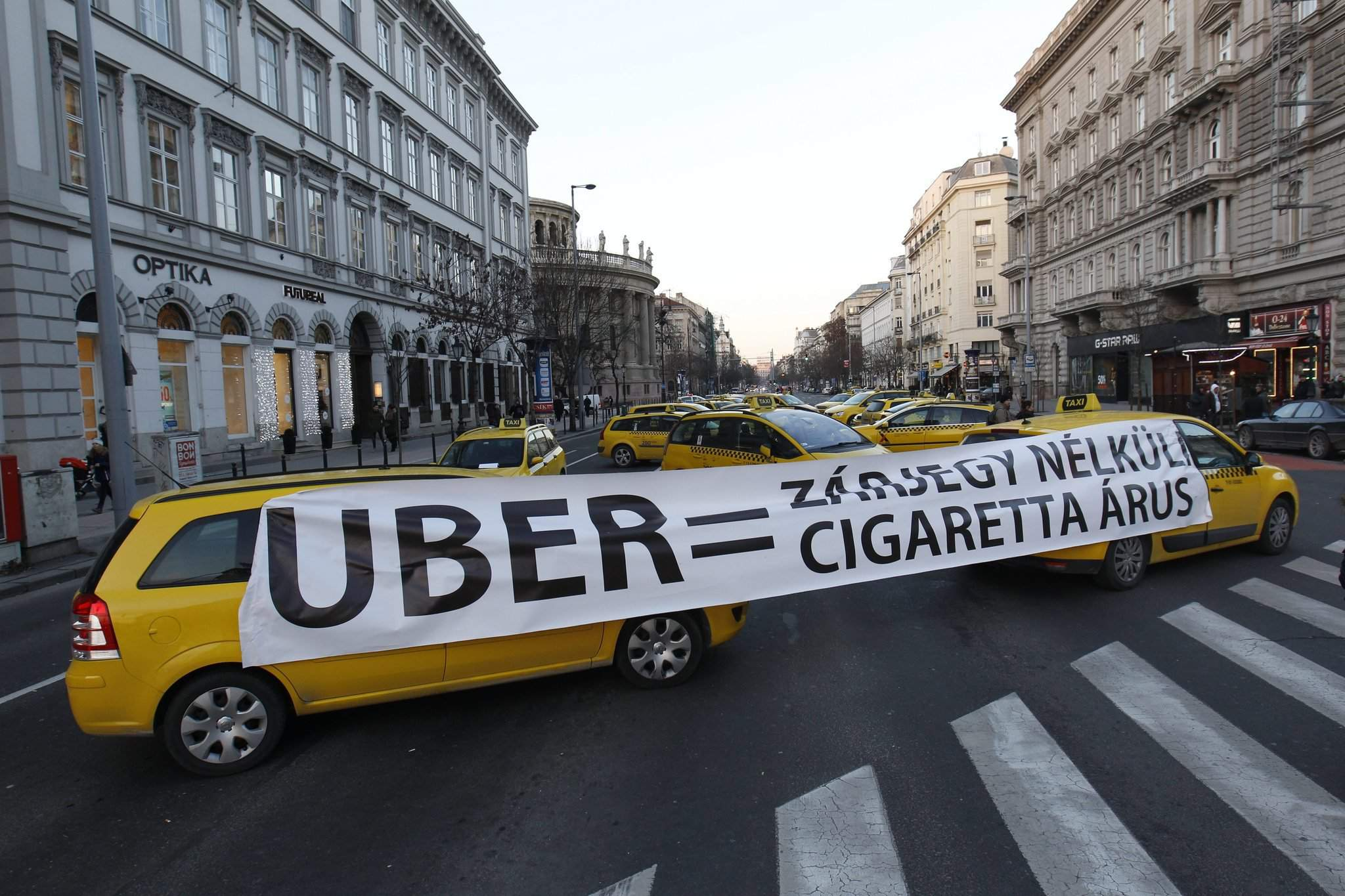 Taxi drivers continue anti-Uber demonstration – Photos