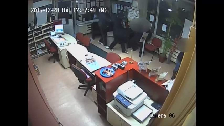 Gunmen robbed a travel agency between the two holidays – VIDEO