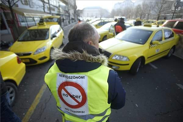 Government: Uber drivers must comply with Hungarian regulations