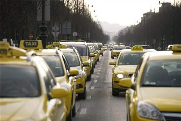 Illegal taxi drivers targeting foreigners in Budapest