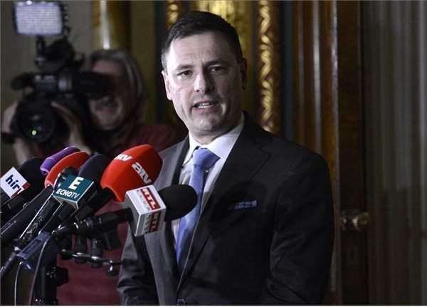 Govt official criticises mandatory migrant quota scheme