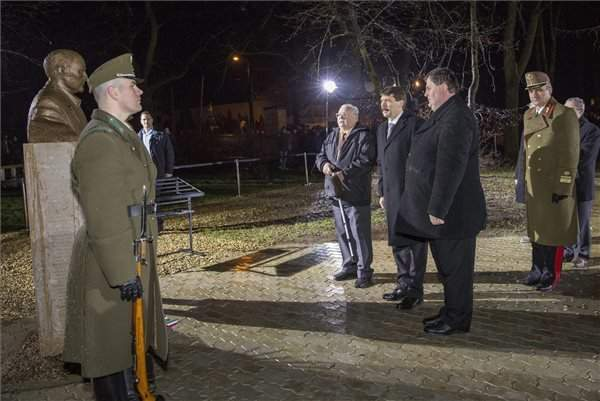 President Áder pays tribute to victims of Communism