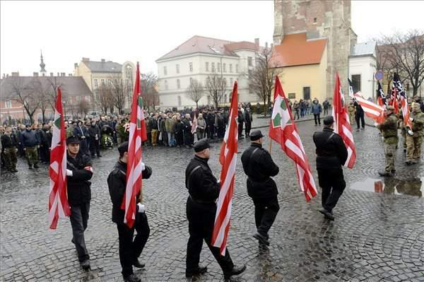 Far right commemorates WWII battle in Buda Castle-2