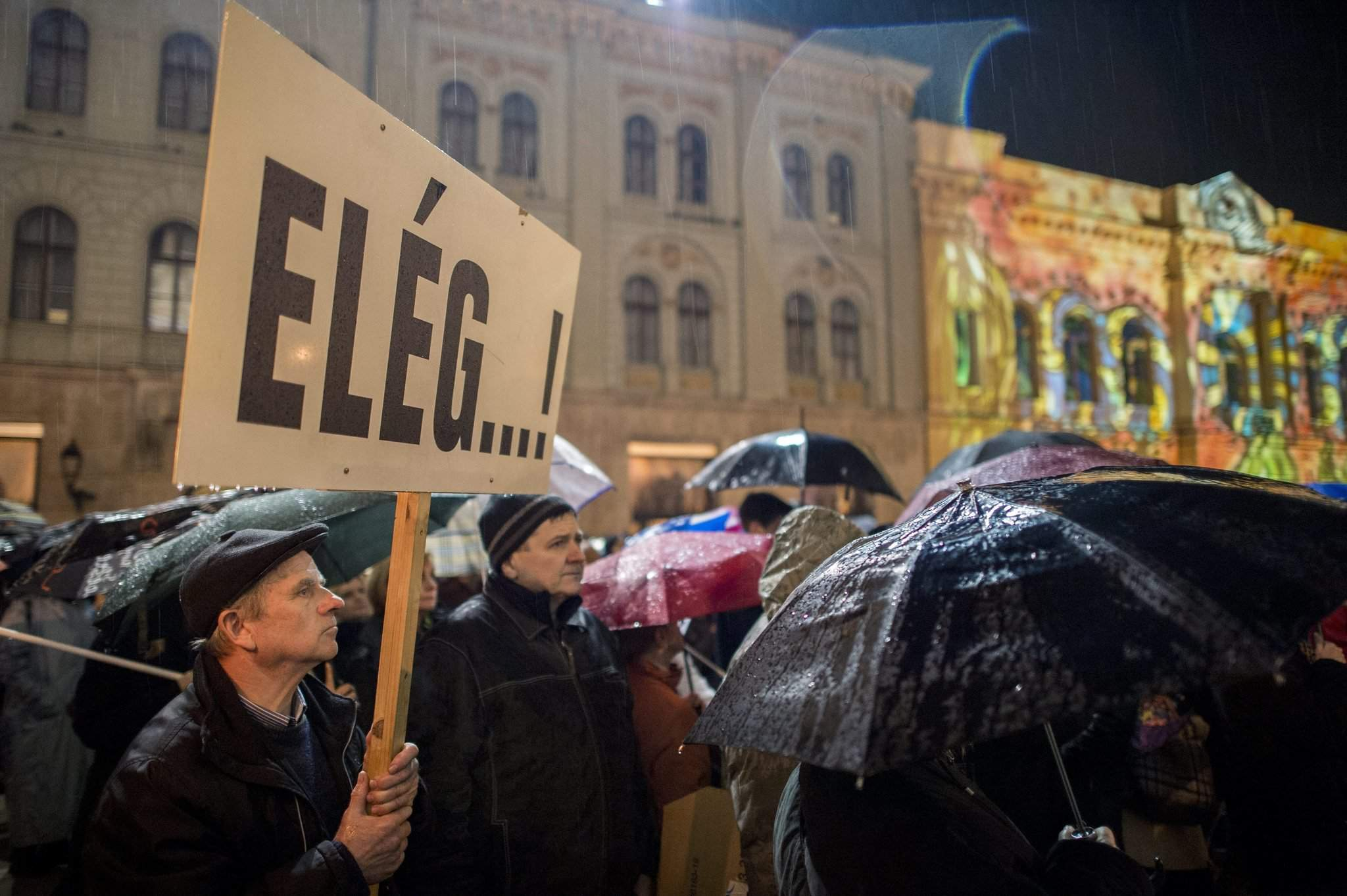 Teachers demonstrate for education reform in Hungary – Photos