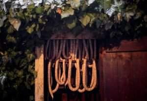 Lövéte, 2016. február 3. Kolbászok a füstölõben a disznóvágáson a Hargita megyei Lövétén, Erdélyben 2016. február 1-jén. MTI Fotó: Mohai Balázs