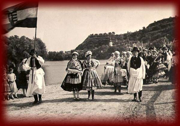 Hungarian folkways connected to illustrious days